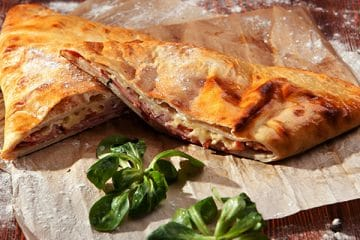 mini calzone pizza