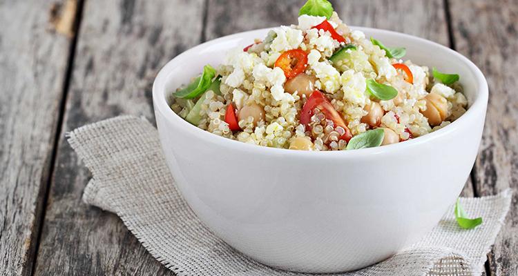 Quinoa salade met mango en munt